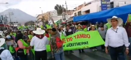 Enfrentamientos en la avenida Independencia por manifestantes del valle de Tambo