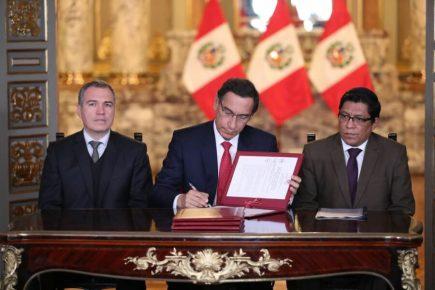 Vizcarra promulgó cuatro reformas políticas aprobadas por Congreso