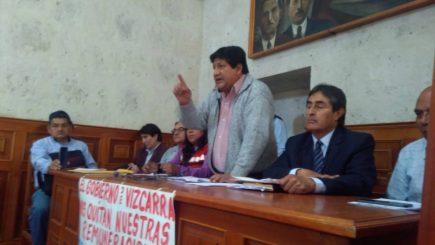 Docentes y trabajadores del sector público acatan paro  en Arequipa