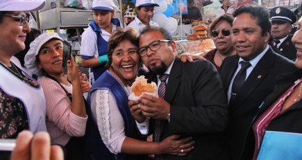 """Contraloría advierte que alcalde Omar Candia """"come mucho"""" en sus comisiones de servicio"""