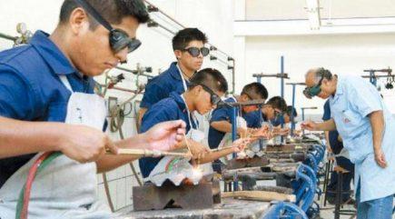 Educación y empleo: retos de la juventud del bicentenario