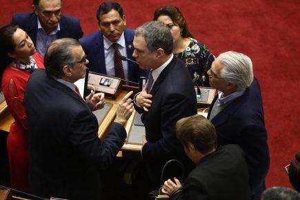 Del Solar presentó Cuestión de Confianza pero Congreso continúa elección del TC