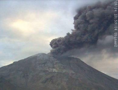 Volcán Ubinas: Explosión lanzó cenizas hasta 3 mil m de altura (VIDEO)