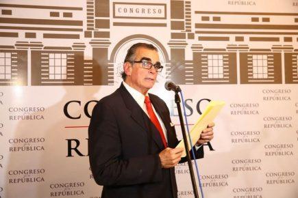 Pedro Olaechea insiste en calificar de golpe de Estado disolución del Congreso