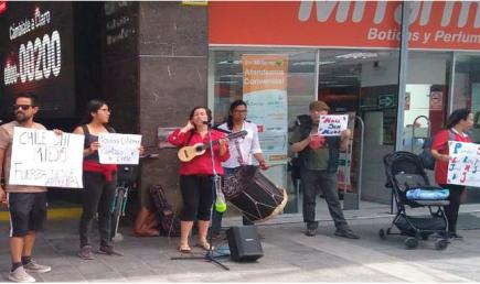 Arequipa: Ciudadanos chilenos protestan en embajada contra Piñera