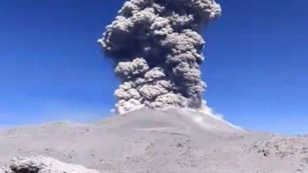 Volcán Sabancaya: Huambo y Lluta en peligro por dispersión de ceniza