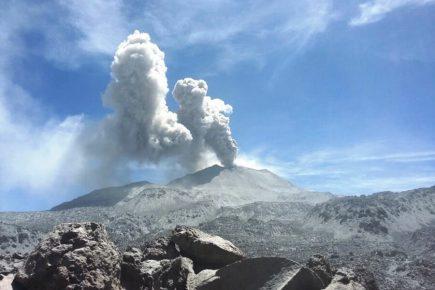 Sabancaya: Explosiones ponen en riesgo poblados en Caylloma (VIDEO)