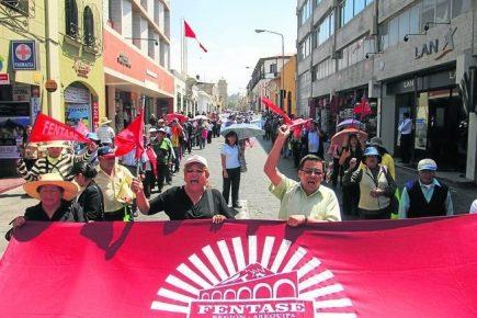 Arequipa: Gremios marchan por derechos laborales y salariales