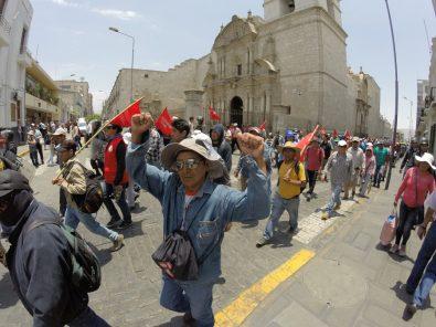 Tía María: manifestantes bloquean vías de tren y carretera hacia Puno