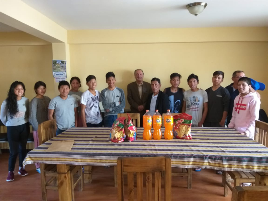 Escolares varados en Bolivia reunidos con canciller peruano