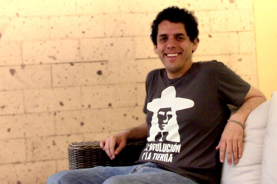 """Gonzalo Benavente es el director de """"La Revolución y la Tierra"""", habló sobre la importancia del arte dentro de la política en cualquier parte del mundo durante su visita a la ciudad"""