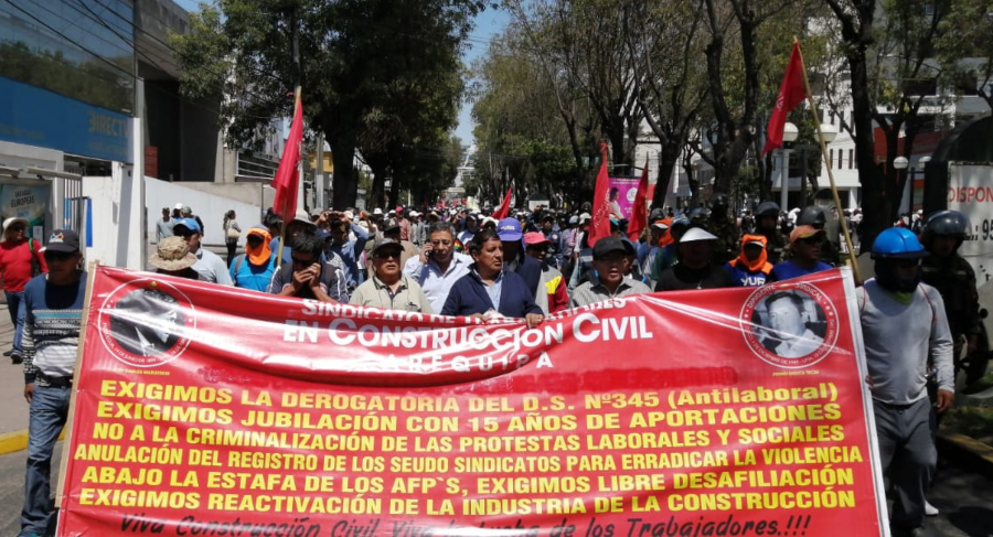 Marcha de construcción civil en Arequipa. Acatan paro regional