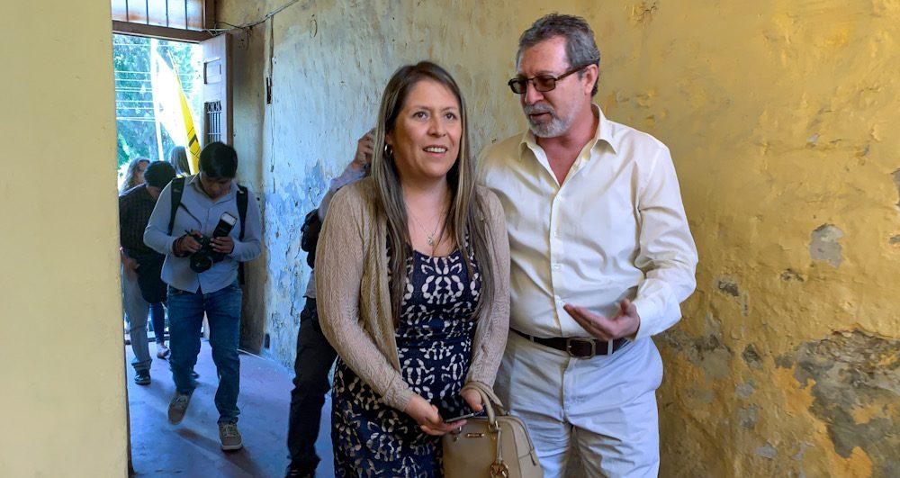 Yeni Vilcatoma llegando a foro anticorrupción en Arequipa
