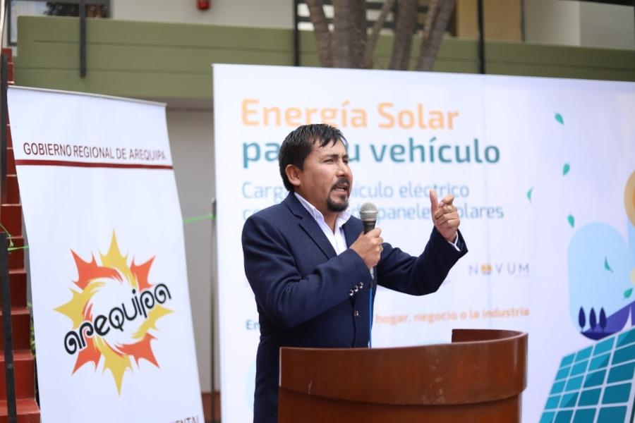 Elmer Cáceres Llica, gobernador de Arequipa