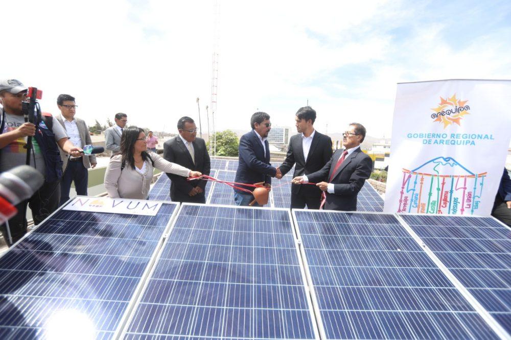 La primera electrolinera con energia solar para autos eléctricos se inauguró en la sede del ARMA y abastecerá gratuitamente a las unidades electricas