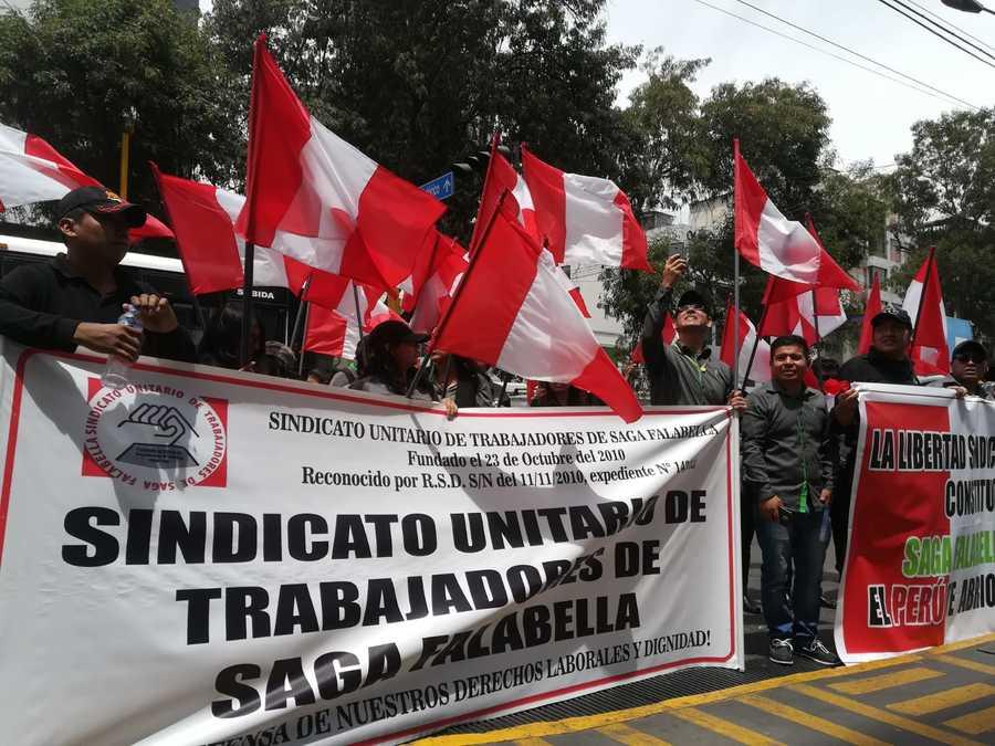 protesta de trabajadores de Saga Falabella