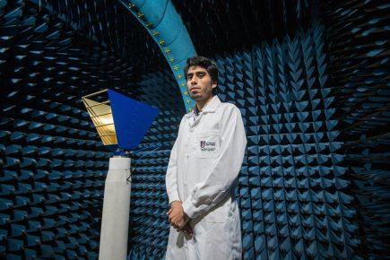 Rayner Montes de Oca, el becario del Estado que diseña satélites en Arequipa