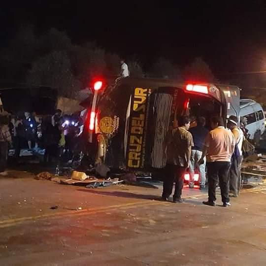 bus de Cruz del Sur sufre accidente