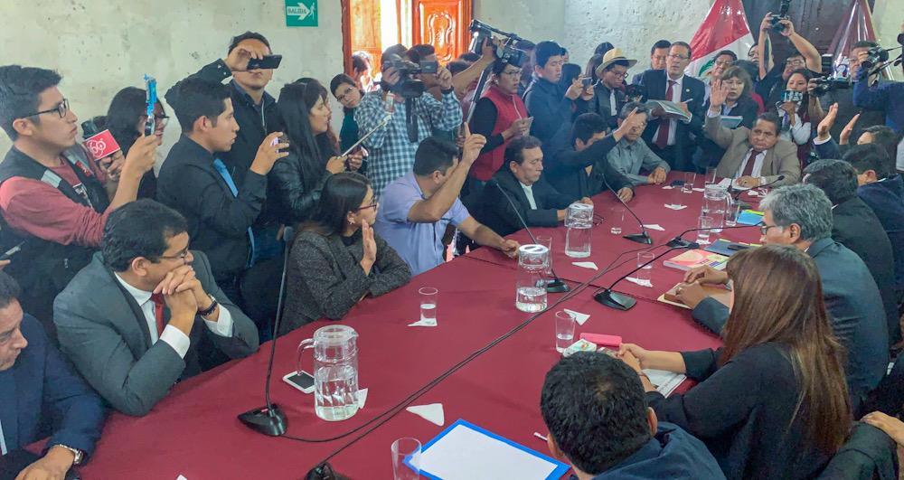 arequipa consejo regional de arequipa eleccion presidente tomas ayñayanque elmer caceres llica