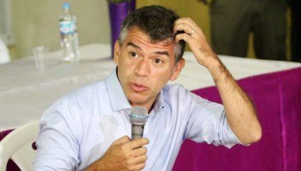 Julio Guzmán cancela viaje a Arequipa, mientras sus candidatos lo respaldan