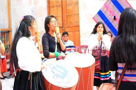 """Las """"Warmi Sikuris"""" y su revolución en la cultura andina y local"""