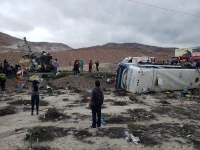 ACTUALIZACIÓN: A 14 se elevan los fallecidos del choque entre dos buses en Arequipa