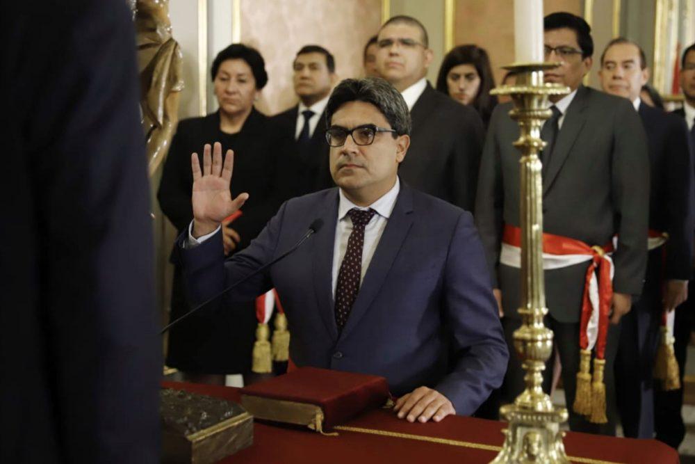 Martín Benavides ministro Educación