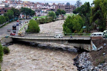 Arequipa: peligrosa crecida del río Chili tras intensas lluvias (VIDEO)