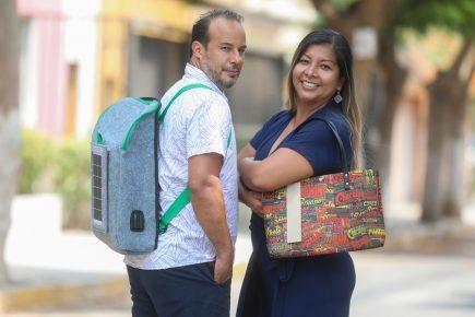 Medio ambiente: crean mochila solar hecha de botellas recicladas