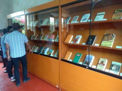 Biblioteca Mario Vargas Llosa inaugura exposición con 200 libros del Nobel