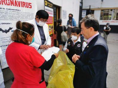 Entregan kits de protección a médicos de hospital Honorio Delgado y Goyeneche