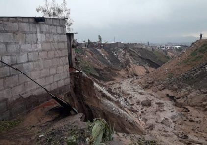 Lluvias provocan inundación de viviendas y bloqueo de la vía hacia Puno