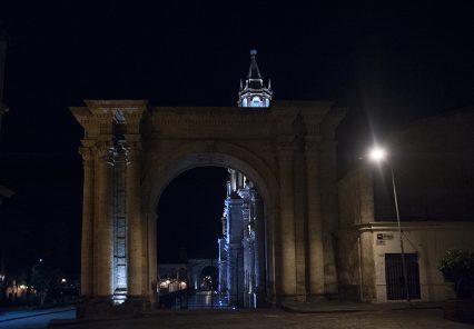 Arequipa de noche: calles en cuarentena
