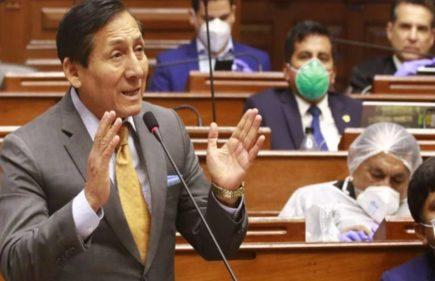 Coronavirus: Congresista Almerí es hospitalizado por avance de neumonía