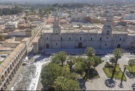 Jornada de limpieza y desinfección en plaza de armas y centro histórico