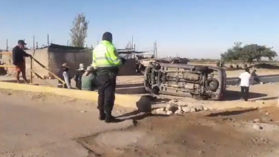 Arequipa: camioneta con médicos y enfermeras se despista en sector de Majes