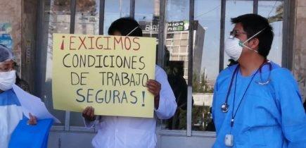 Arequipa: médicos del hospital Honorio Delgado realizan plantón por falta de EPPs