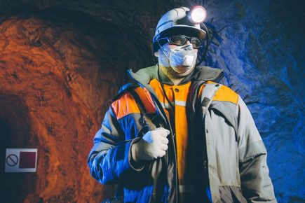 Mineras deben cumplir con protocolo oficial del MINEM para seguir operando