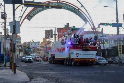 Rociar las calles con desinfectantes no elimina el coronavirus