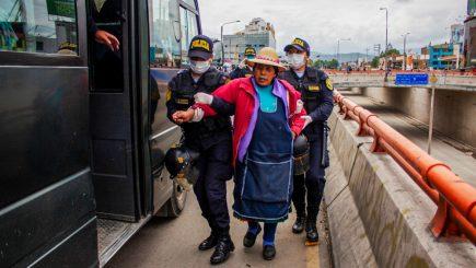 Arequipa: Detienen a ambulantes y transeúntes que no tengan pase laboral