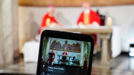 En tiempos de coronavirus, la religión se mudó de los templos al celular