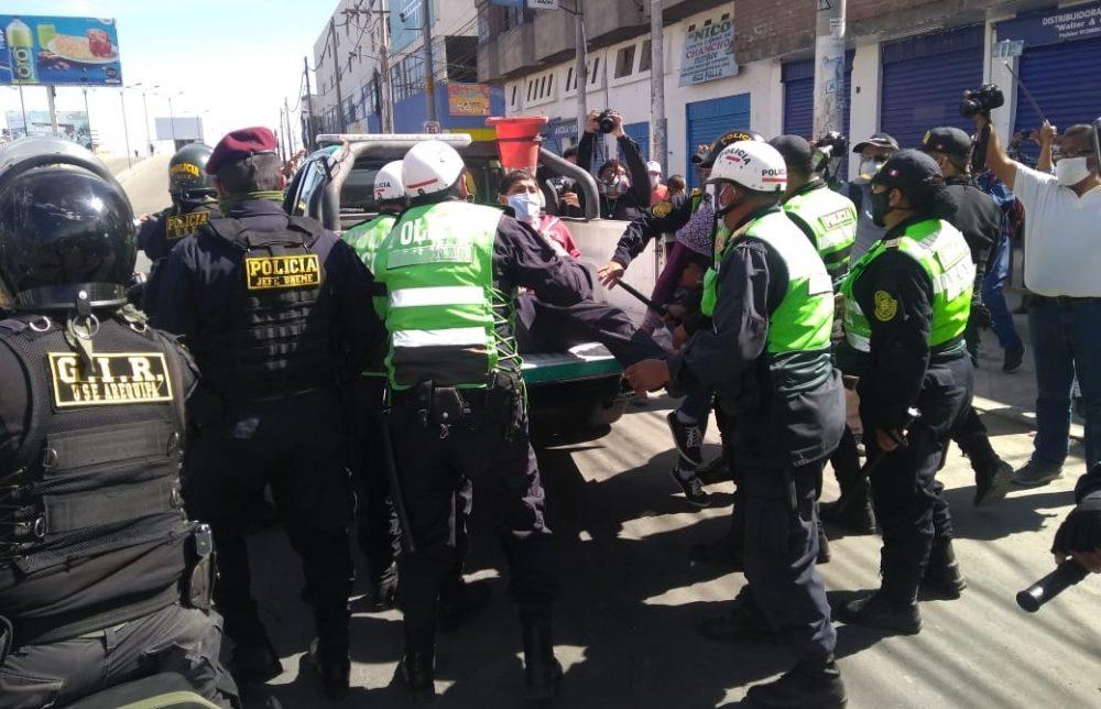 Arequipa: Policía detiene a comerciantes del Avelino Cáceres durante protesta