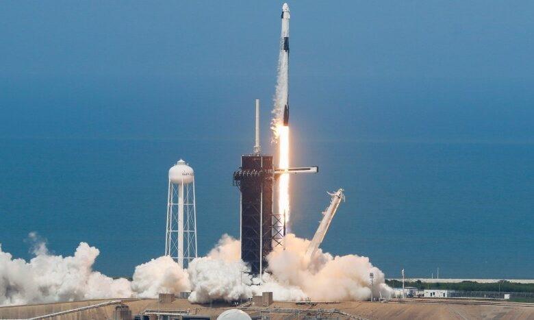 NASA reanuda vuelos espaciales tripulados desde EU con lanzamiento ...