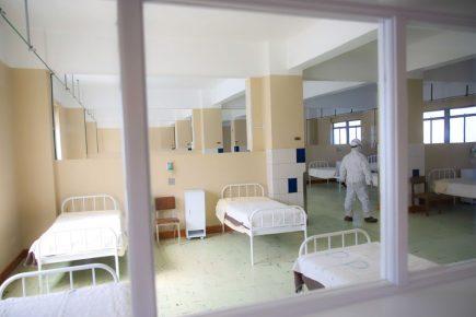 Arequipa: colapsa desagüe del hospital Honorio Delgado y deja pacientes sin oxígeno