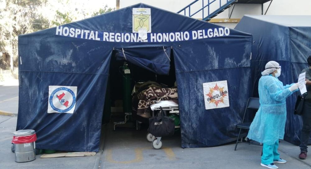 Pacientes que tuvieron más suerte pernoctaron en carpas médicas en hospital covid de Arequipa