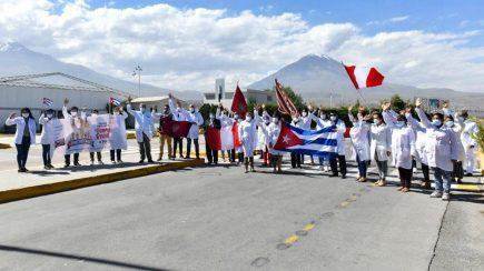 Arequipa: 26 médicos cubanos ayudarán en lucha contra el coronavirus