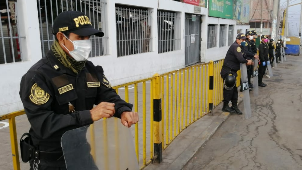 Policias que luchan a diario en medio de la pandemia