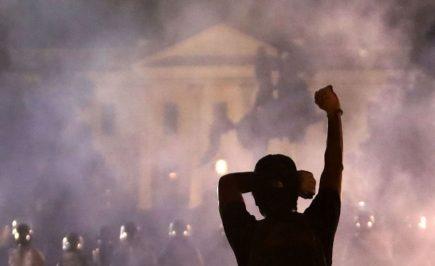 Estados Unidos: protestantes llegan hasta la Casa Blanca y presidente es evacuado