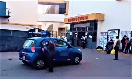 Arequipa: Mujer con coronavirus muere en taxi afuera de Honorio Delgado (VIDEO)
