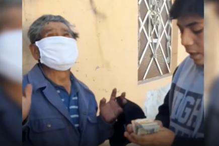 Hasta las lágrimas: anciano al que le robaron el bono recibió ayuda (VIDEO)